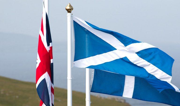 Sollte sich Schottland Ihrer Meinung nach von Großbritannien abspalten, um Teil der EU zu bleiben?
